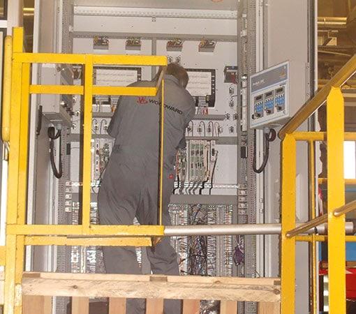 Armoire de contrôle pour turbine à vapeur